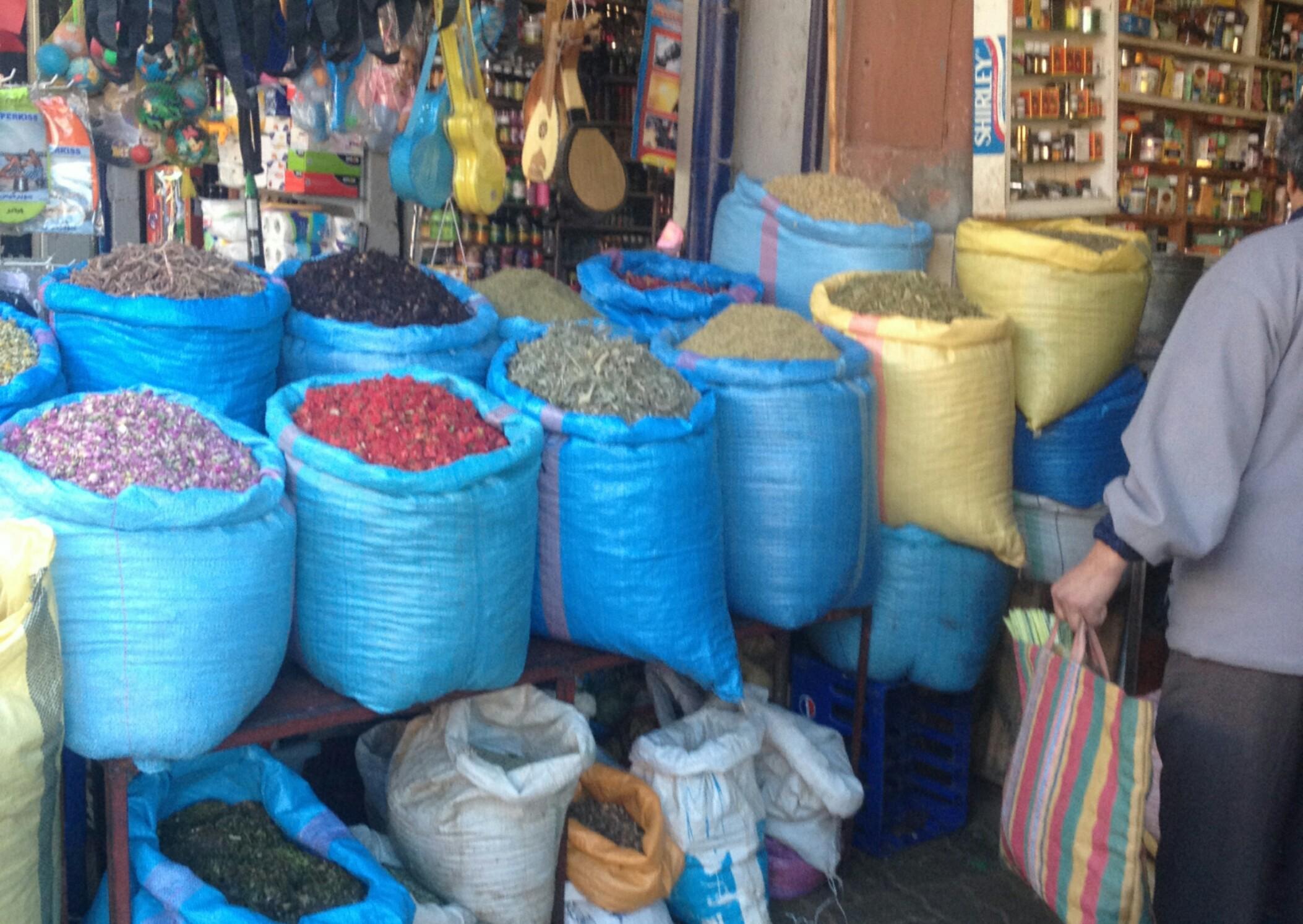 Maroko.Marakesz.Medina.Stoisko z przyprawami.