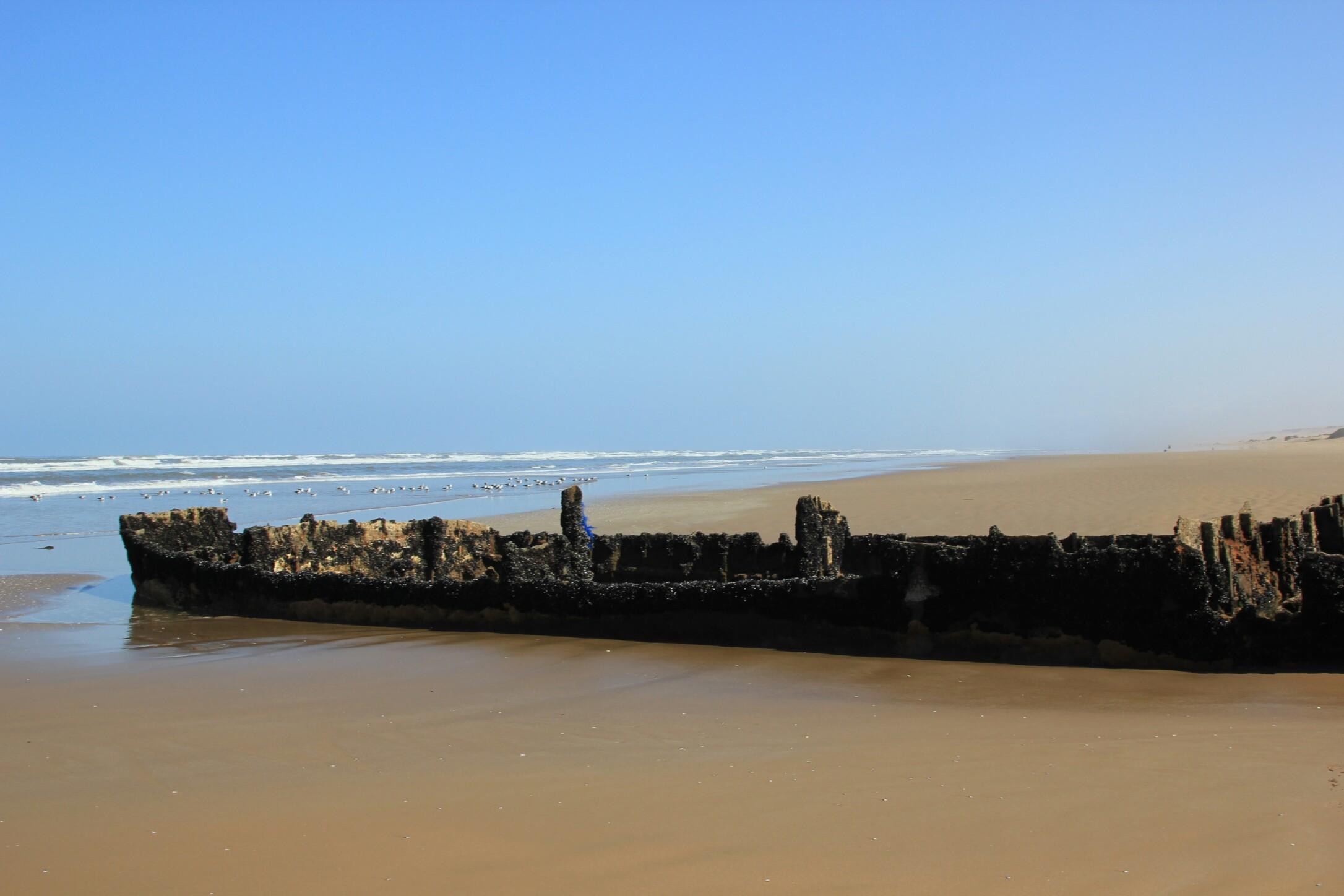 Wrak statku na plaży.Fort Aoreora.Maroko.