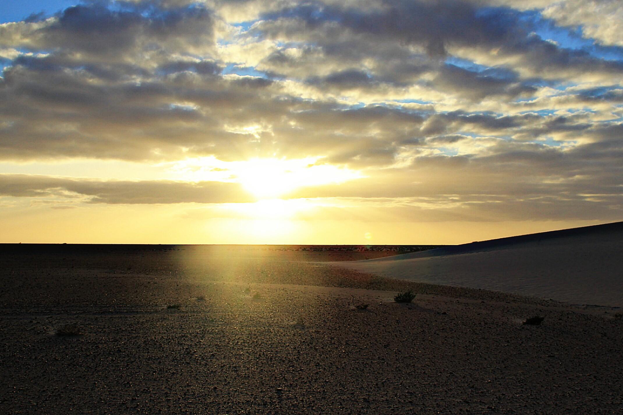 Zachód słońca.Sahara Zachodnia.Pustynia.