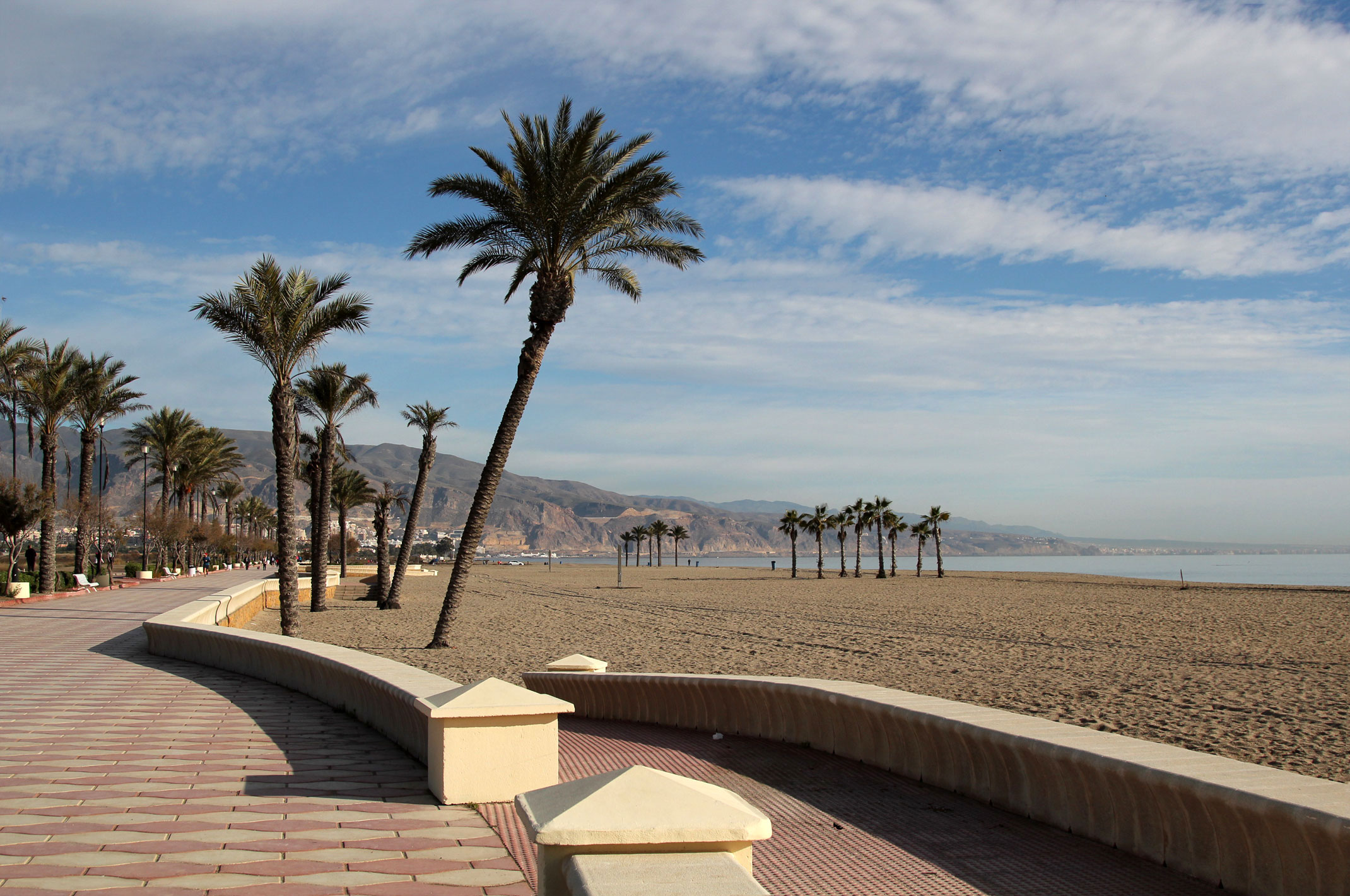 Hiszpania.Andaluzja.Roquetas de Mar.Nocleg na dziko przy plaży.