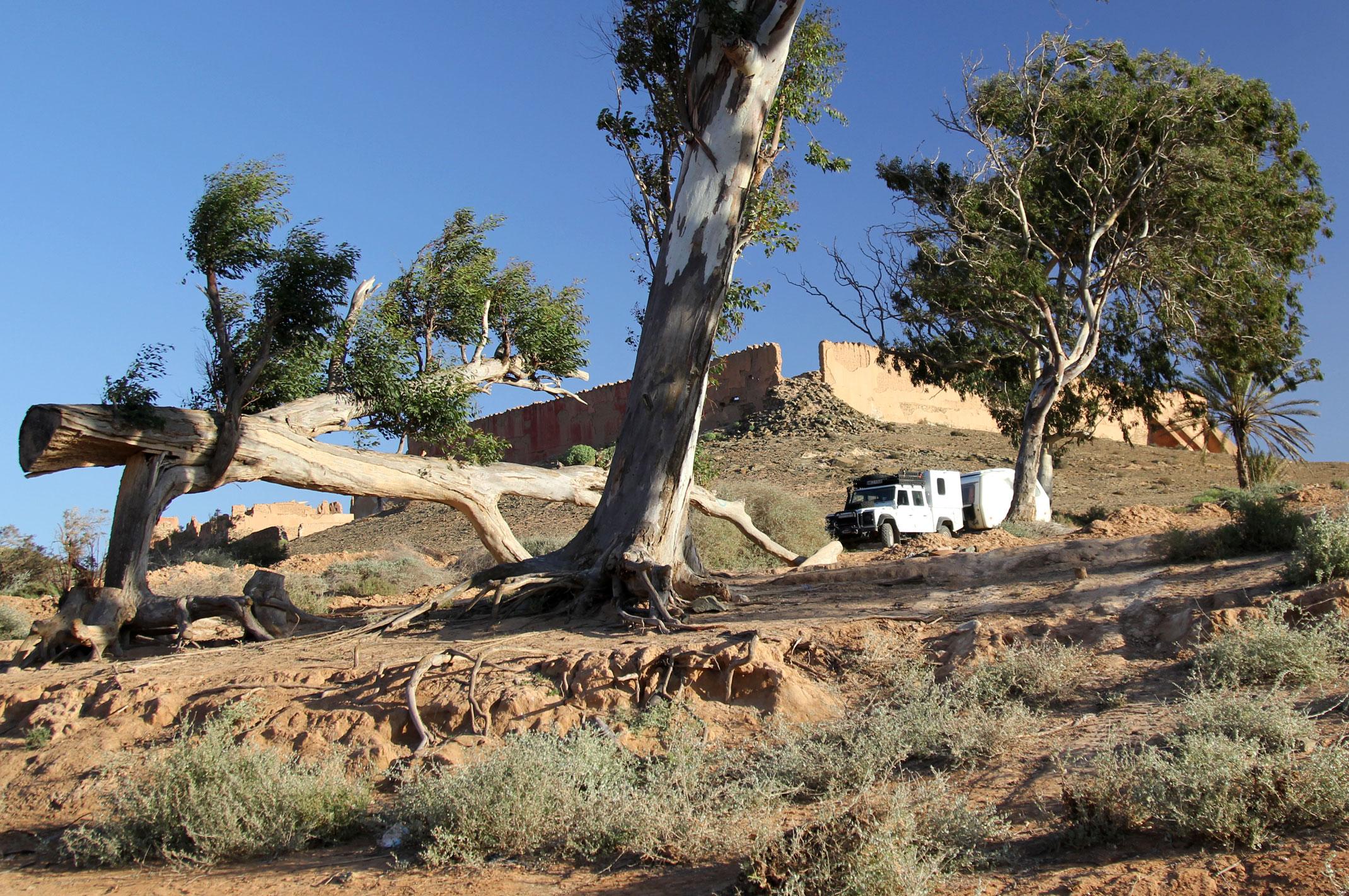 Nocleg w ruinach Fortu Bou Jerif