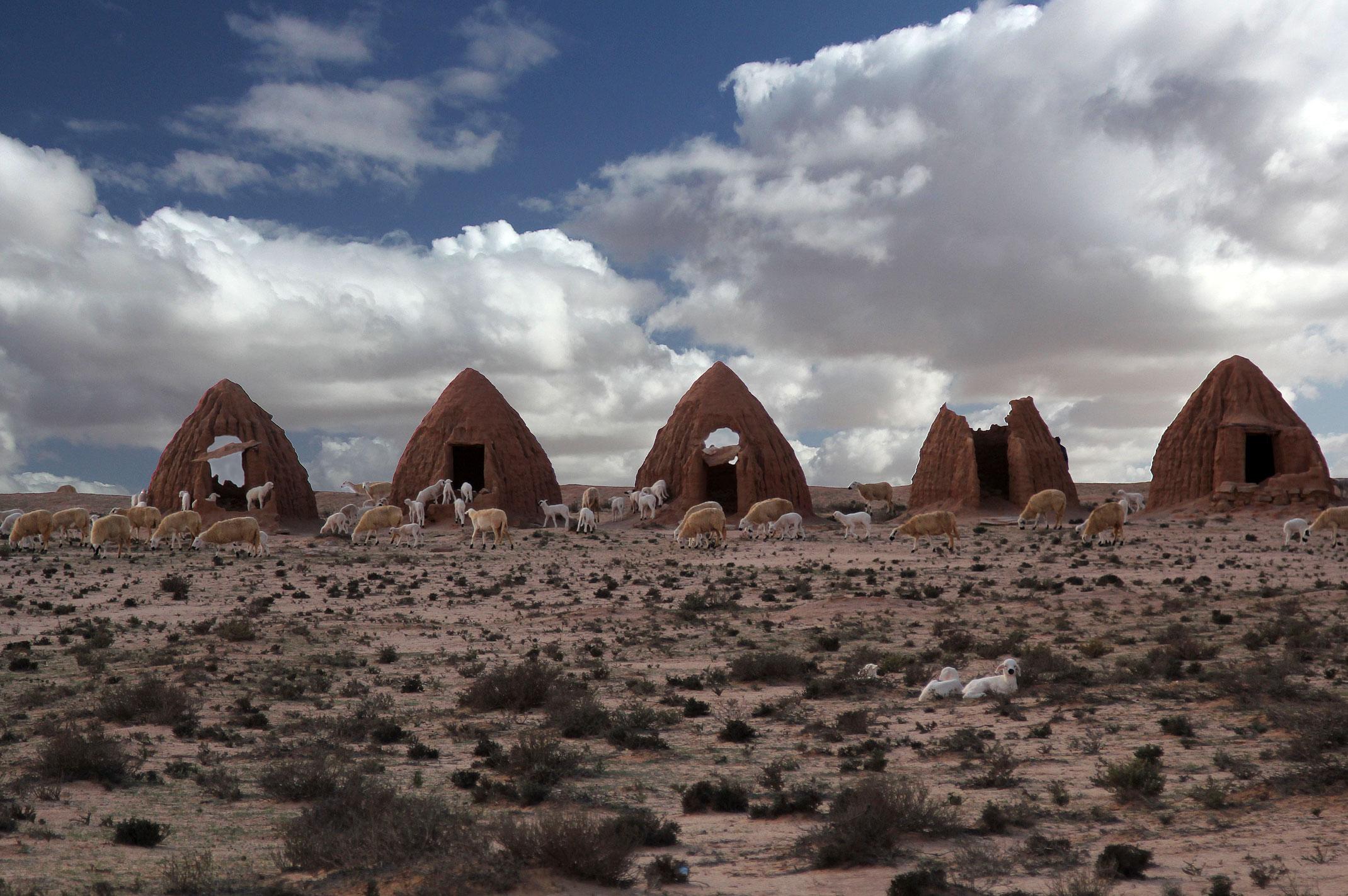 Maroko.Abteh.Osada zlożona z małych glinianych domków,wyglądająca jak sceneria do Gwiezdnych Wojen.