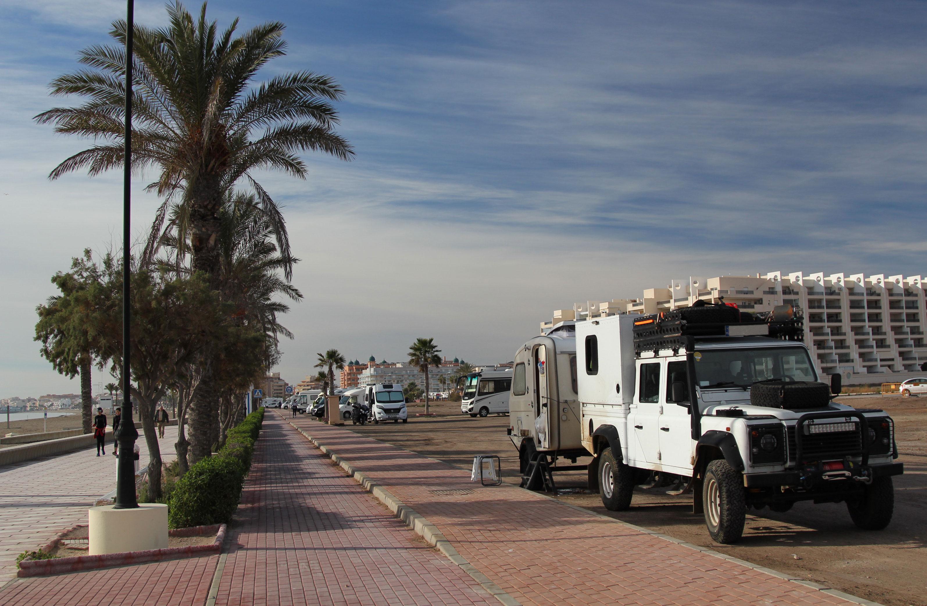 Hiszpania.Andaluzja.Roquetas de Mar.Darmowy parking przy plaży.