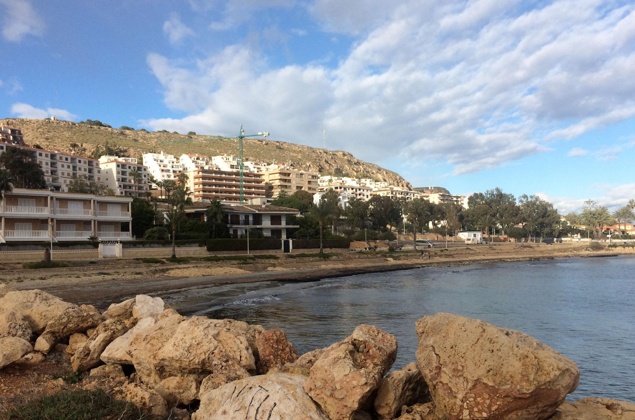 Gdzie w Hiszpanii darmowe parkingi przy plaży