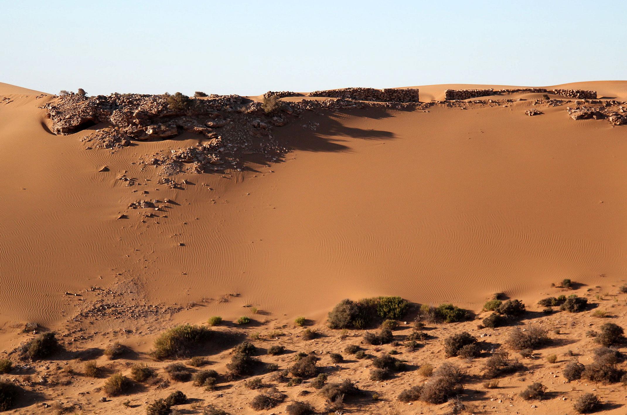 Sahara Zachodnia.Fort na saharyjskim klifie