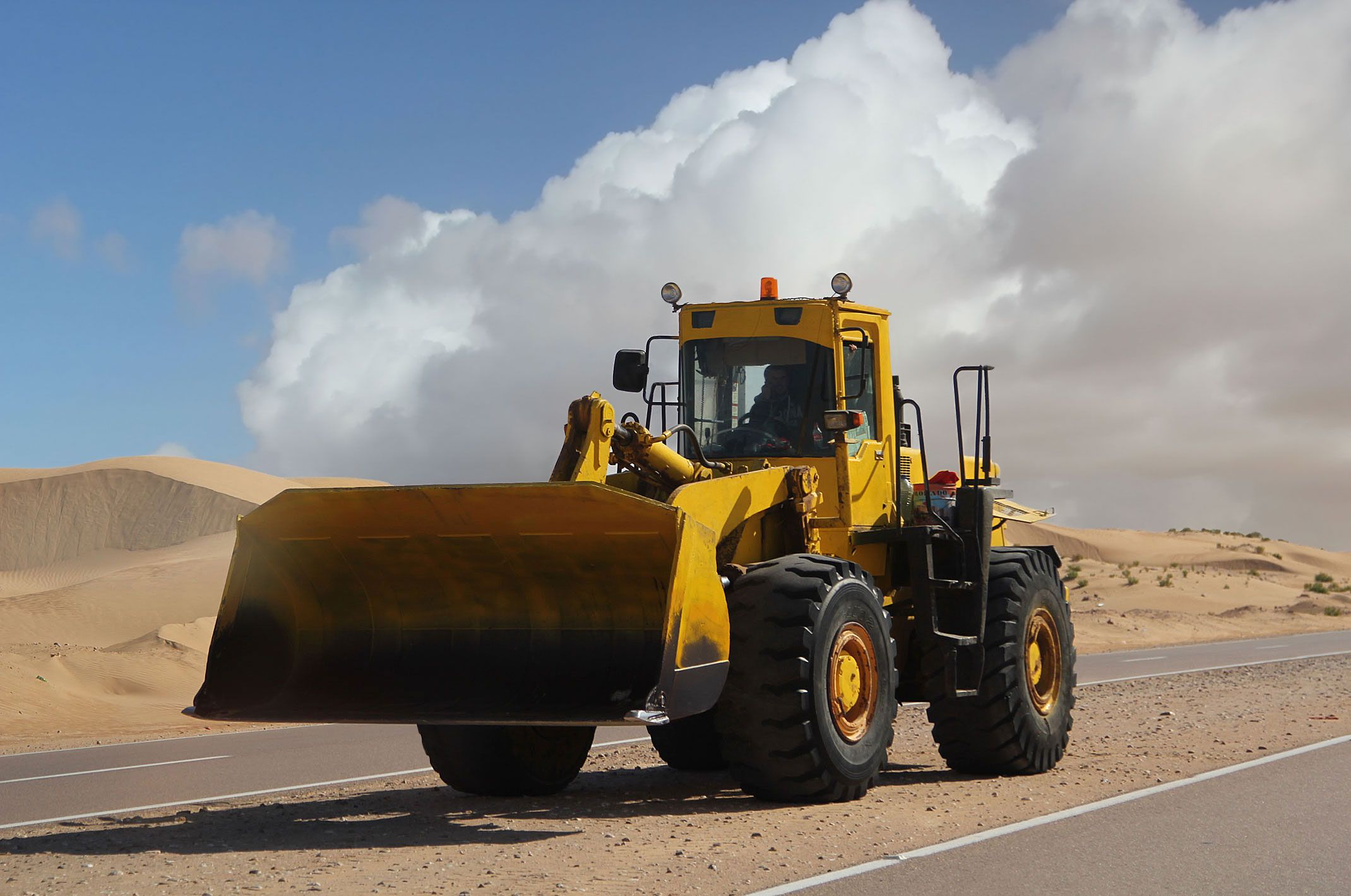 Sahara Zachodnia.Asfaltowa droga do Al-Ujun.Wydmy