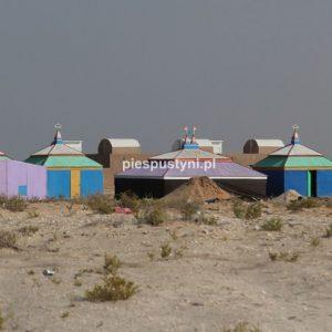 Kolorowa zabudowa - Blog podróżniczy - PIES PUSTYNI
