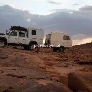Land Rover Defender 130  i Niewiadów N126 - Blog podróżniczy - PIES PUSTYNI