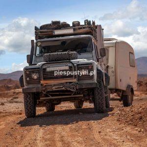 Land Rover Defender 130  nad ouedem Azinous 1 - Blog podróżniczy - PIES PUSTYNI