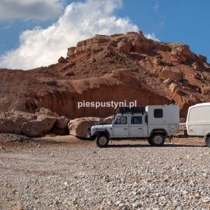 Land Rover Defender 130  nad ouedem Azinous 10 - Blog podróżniczy - PIES PUSTYNI