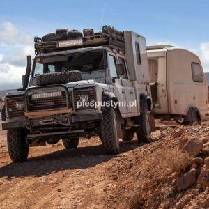 Land Rover Defender 130  nad ouedem Azinous 2 - Blog podróżniczy - PIES PUSTYNI