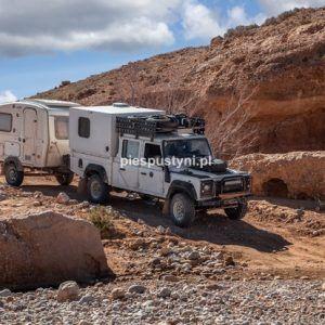 Land Rover Defender 130 nad ouedem Azinous 3 - Blog podróżniczy - PIES PUSTYNI