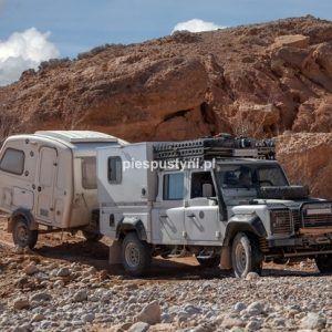 Land Rover Defender 130 nad ouedem Azinous 4 - Blog podróżniczy - PIES PUSTYNI