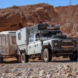Land Rover Defender 130  nad ouedem Azinous 5 - Blog podróżniczy - PIES PUSTYNI