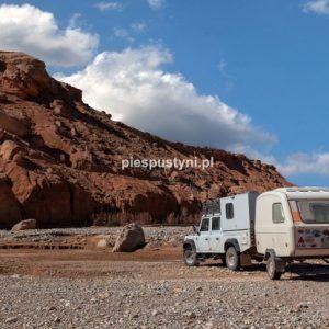 Land Rover Defender 130  nad ouedem Azinous 9 - Blog podróżniczy - PIES PUSTYNI