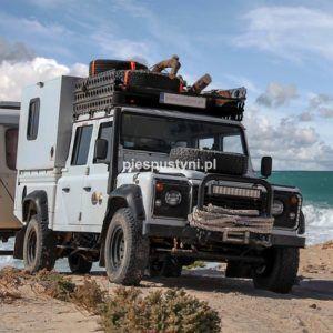 Land Rover Defender 130  na plaży - Blog podróżniczy - PIES PUSTYNI
